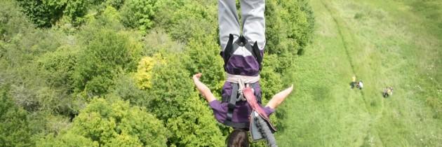 Avec Adrenaline Elastique, votre vie ne tient qu'à un fil !