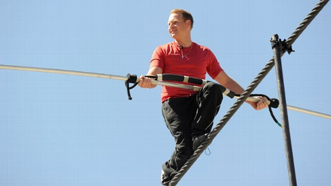 ht_Daredevil_Nik_Wallenda_tightrope_walker_thg-120608_wblog