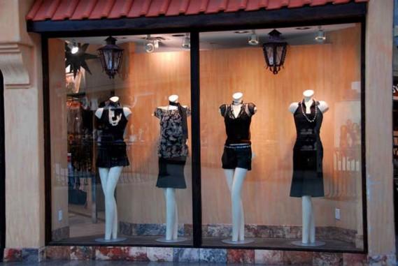 boutique vitrine anniversaire insolite
