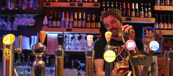 bar avec pompe à biere le bouillon belge