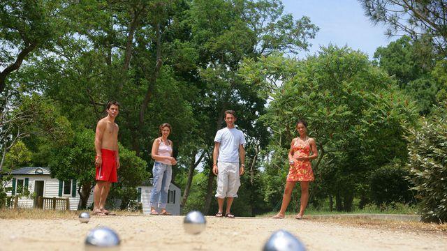 les-meilleurs-endroits-pour-jouer-a-la-petanque-a-paris_2511363
