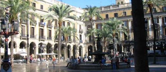 7 lugares que visitar en el barrio Gótico- plaza del Rey Intripid