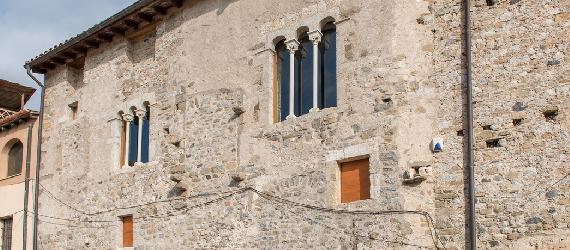 La ruta románica de Cataluña-Curia Real de Besalú Intripid