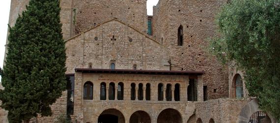 La ruta románica de Cataluña-monasterio benidictino sant Feliu de Guíxols Intripid