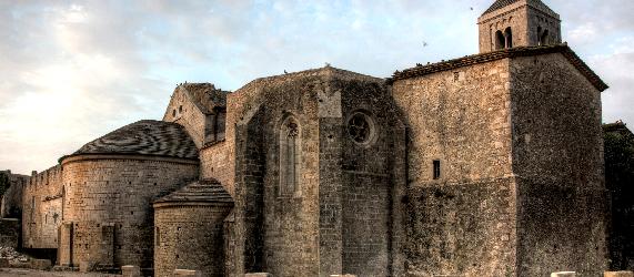 La ruta románica de Cataluña-monasterio de santa Maria de Vilabertran Intripid