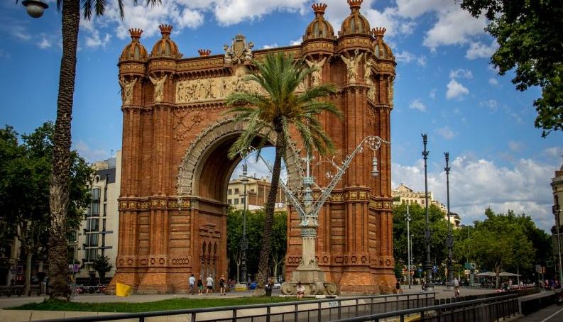 #ruta modernista en barcelona Arco de triunfo #intripid