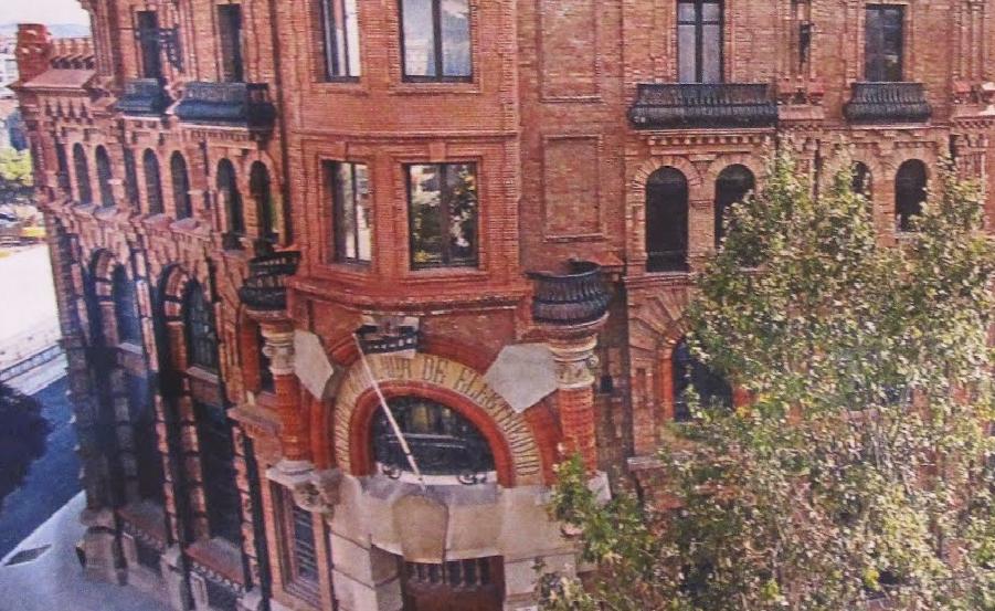 #ruta modernista en Barcelona edificio hidroeléctrica #intripid