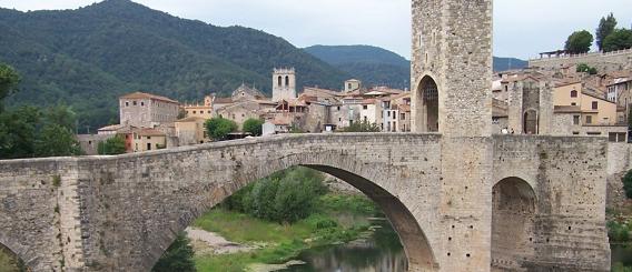 La ruta románica de Cataluña-puente viejo de Besalú Intripid